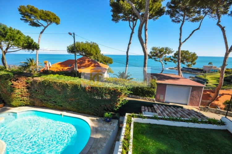 Property for Sale in Villa in Cap d'Antibes, Alpes-Maritimes, Provence-Alpes-Côte d'Azur, France