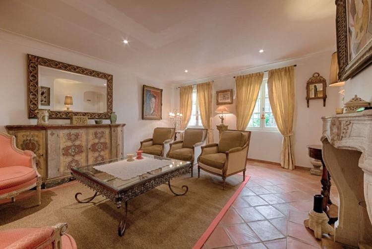 Property for Sale in Townhouse in Saint-Tropez, Var, Provence-Alpes-Côte d'Azur, France