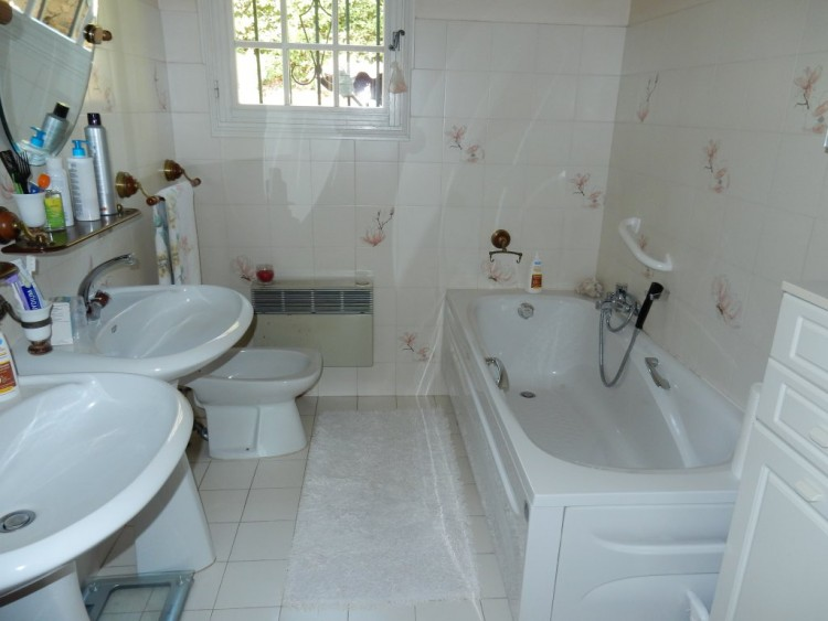 Property for Sale in House in Draguignan, Var, Provence-Alpes-Côte d'Azur, France