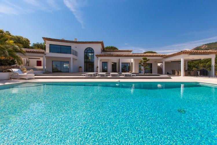 Property for Sale in Villa in Grimaud, Var, Provence-Alpes-Côte d'Azur, France
