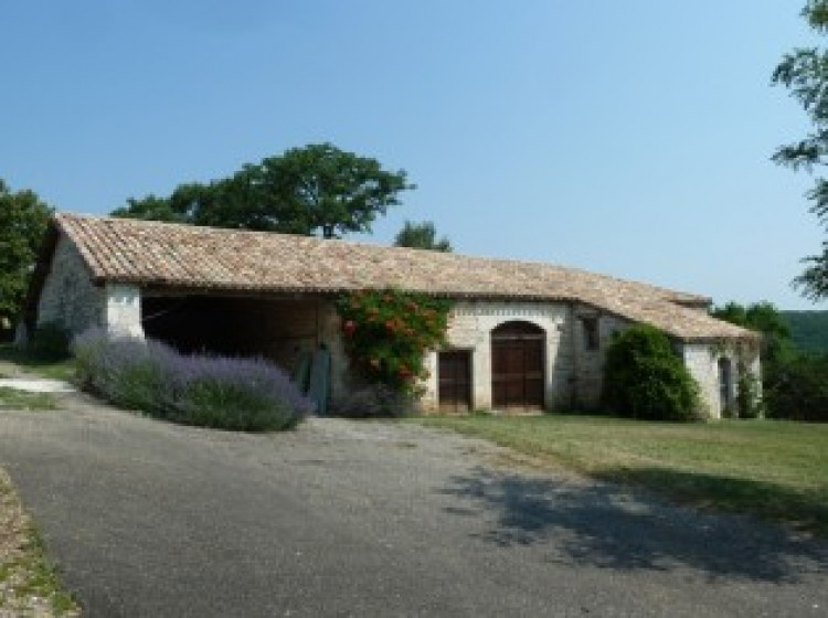 Property for Sale in House in Midi-Pyrenees, Lot, Isolated. Five minutes drive from a village with all amenities. Stunning views., Occitanie, France