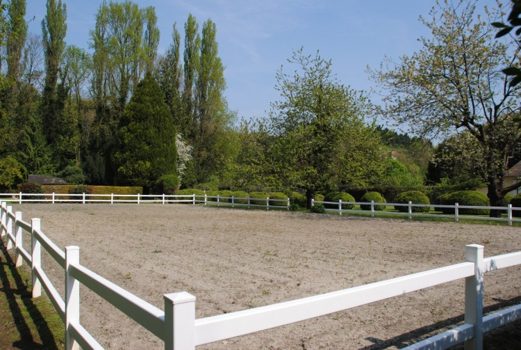 Property for Sale in Splendid bourgeois property 5 minutes from Chantilly, Oise, Hauts-de-France, France