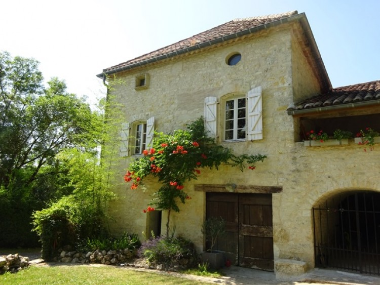 Property for Sale in House in Midi-Pyrenees, Lot, 6 kms from a village with all amenities. Lovely view over the countryside., Occitanie, France