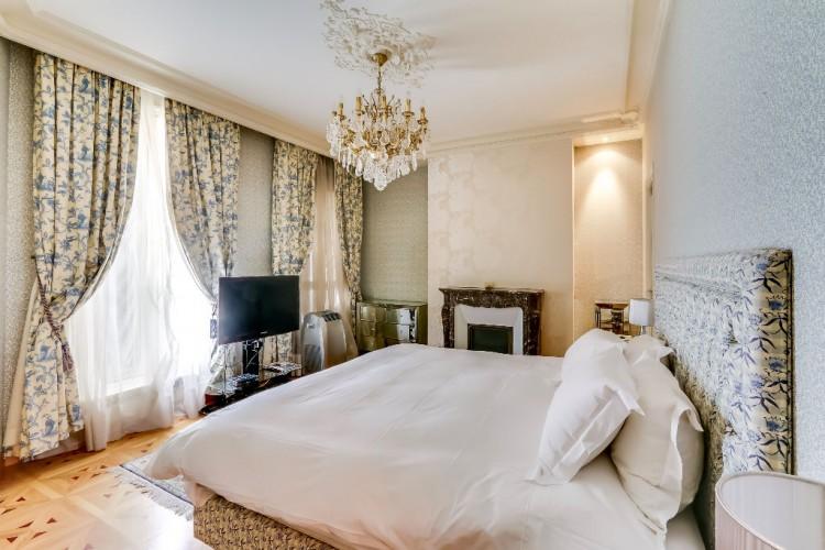 Property for Sale in Etoile Marceau, Paris, Etoile - Avenue Marceau, Île-de-France, France