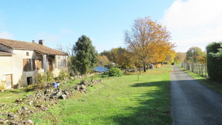 Property for Sale in OLD FARMHOUSE OF CHARACTER TO, Dordogne, Sorges, France