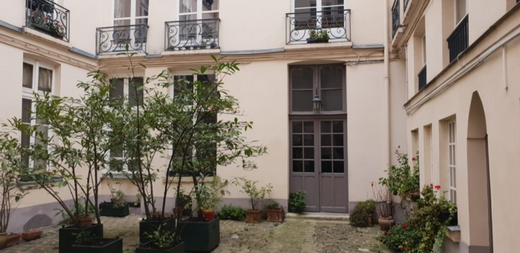 Property for Sale in Marais Ile St Louis Courtyard, Paris, Le Marais, Île-de-France, France