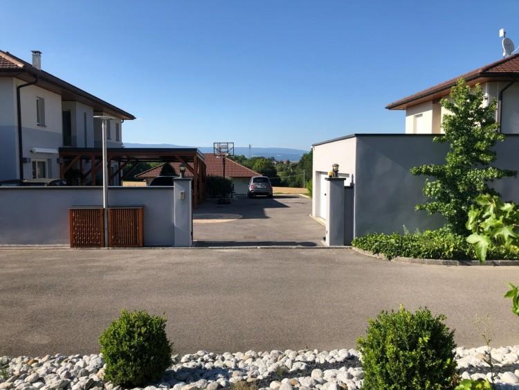 Property for Sale in Propriété sécurisée composée de 3 villas au bord du lac Léman, Haute Savoie, Lac Leman, Auvergne-Rhône-Alpes, France