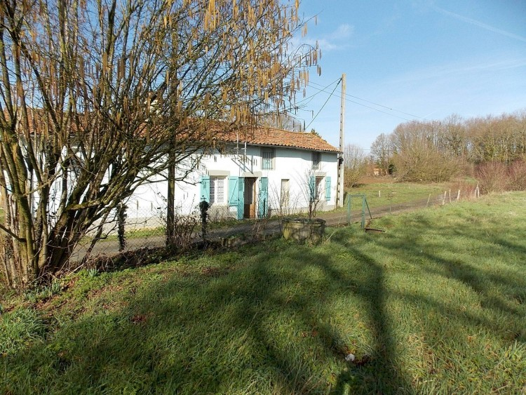 Property for Sale in Detached country cottage ready to live in, Vienne, Nouvelle-Aquitaine, France