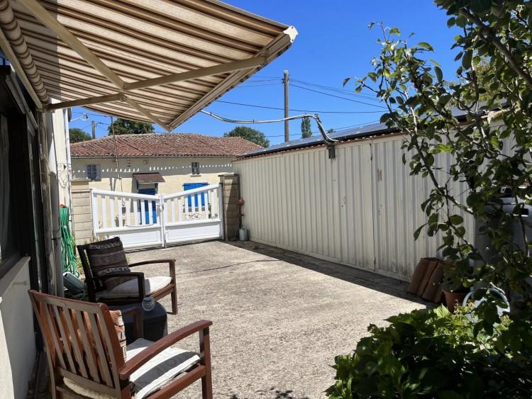 Property for Sale in Spacious family home in the heart of the Limousin, Haute-Vienne, Near Mézières-sur-Issoire, Haute-Vienne, Nouvelle-Aquitaine, France