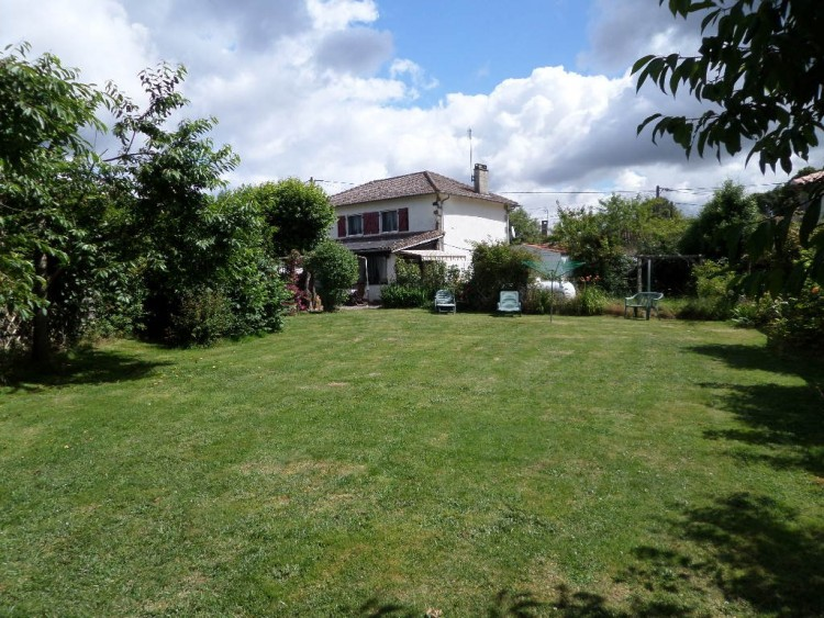 Property for Sale in Spacious family home in the heart of the Limousin, Haute-Vienne, Near Mézières-sur-Issoire, Haute-Vienne, Nouvelle-Aquitaine, France