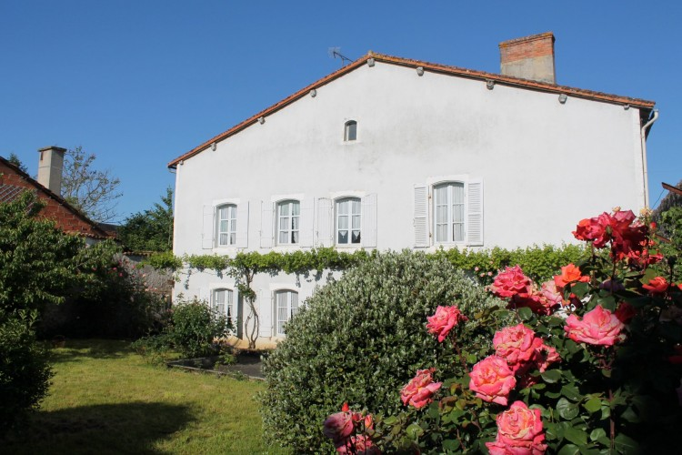 Property for Sale in Character property in a city, Cher, Near Civray, Cher, Centre-Val de Loire, France