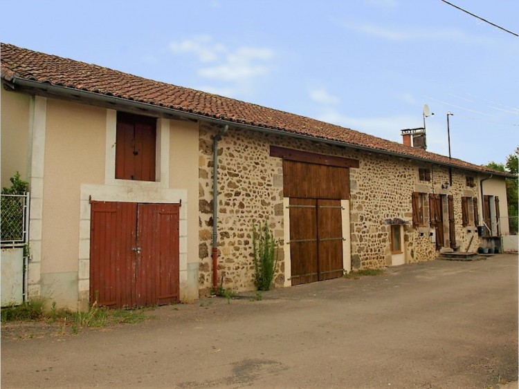 Property for Sale in Pretty 2 bedroom stone house in hamlet, walking distance to village and amenities, Charente, Near Chabanais, Charente, Nouvelle-Aquitaine, France