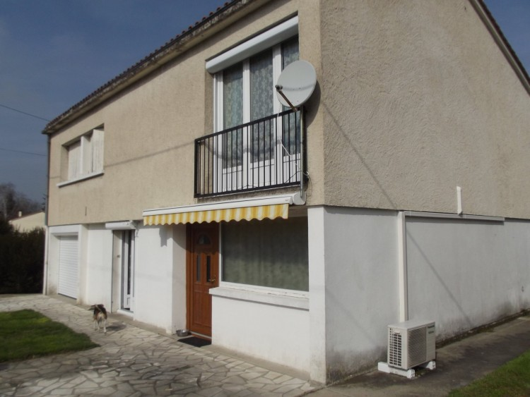 Property for Sale in A detached property of relatively recent construction, ideally close to amenities, Dordogne, Near Verteillac, Dordogne, Nouvelle-Aquitaine, France