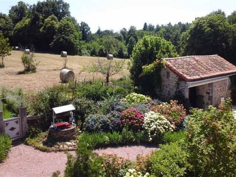 Property for Sale in Beautiful six-bedroom Maison de Maitre with barns, studio, pool, 1.5 hectares in the Limousin area, Haute-Vienne, Near ST MATHIEU, Haute-Vienne, Nouvelle-Aquitaine, France