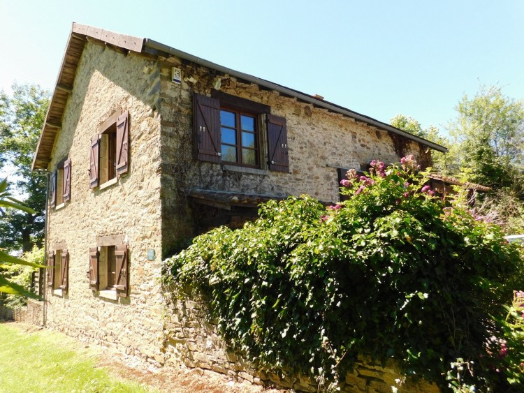 Property for Sale in Very special property in a place of natural beauty with an incredible view!, Haute-Vienne, Near Chalus, Haute-Vienne, Nouvelle-Aquitaine, France
