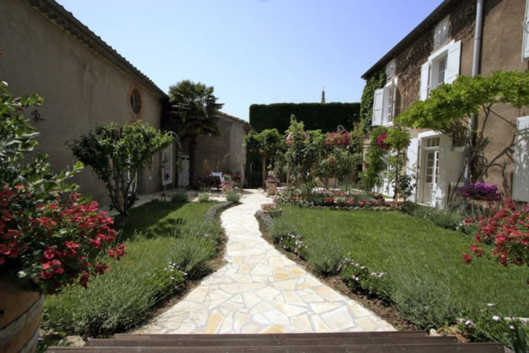Property for Sale in Mansion for sale in Hérault, with heated swimming pool, garden, garage and outbuildings, Hérault, Occitanie, France