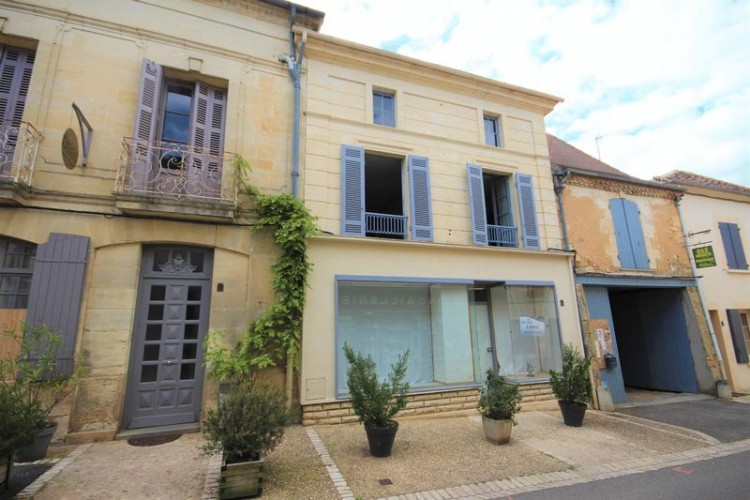 Property for Sale in Town house with commercial space and courtyard 30 minutes to Bergerac, Dordogne, Near Beaumont-du-Périgord, Dordogne, Nouvelle-Aquitaine, France