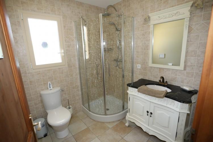 Property for Sale in Great 4 bed house right on the river Lot with mooring!, Lot-et-Garonne, Near Sainte-Livrade-sur-Lot, Lot-et-Garonne, Nouvelle-Aquitaine, France