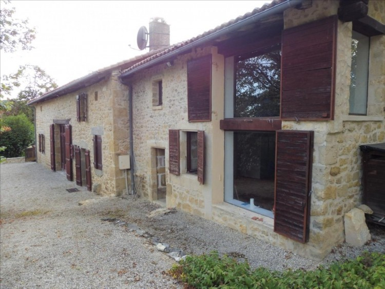 Property for Sale in Bright and spacious stone house, outbuildings, 3,000 m² of land in the Perigord area, Dordogne, Dordogne, Near Varaignes, Dordogne, Nouvelle-Aquitaine, France