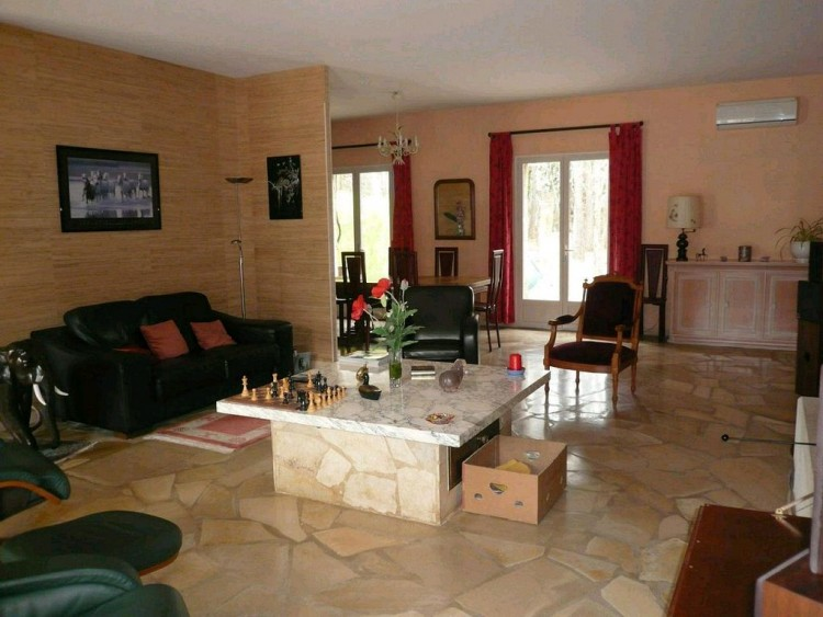Property for Sale in Architect-designed villa, Lot, Frayssinet Le Gelat, Occitanie, France