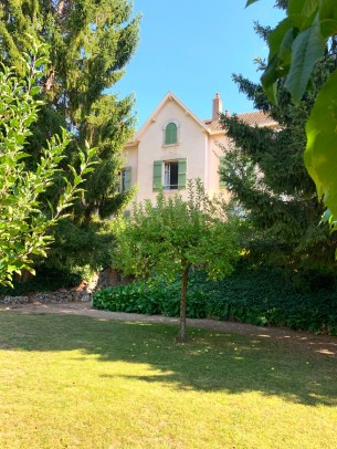 Property for Sale in Cote d'Or, 21200 Beaune, Beaune, Bourgogne-Franche-Comté, France