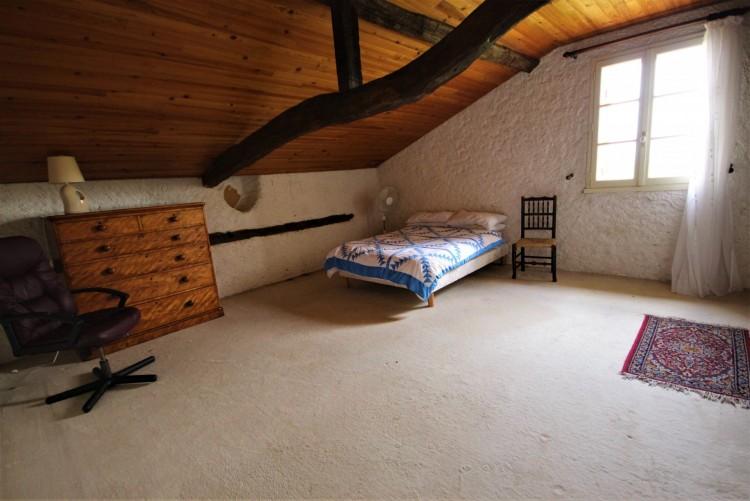 Property for Sale in Characterful stone farmhouse with 4 bedrooms and a pool, Lot-et-Garonne, Near LA SAUVETAT DU DROPT, Lot-et-Garonne, Nouvelle-Aquitaine, France