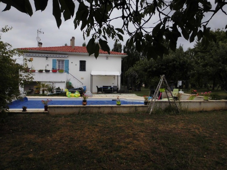 Property for Sale in Holiday home with pool for a snip, Lot-et-Garonne, Near Tombeb?uf, Lot-et-Garonne, Nouvelle-Aquitaine, France