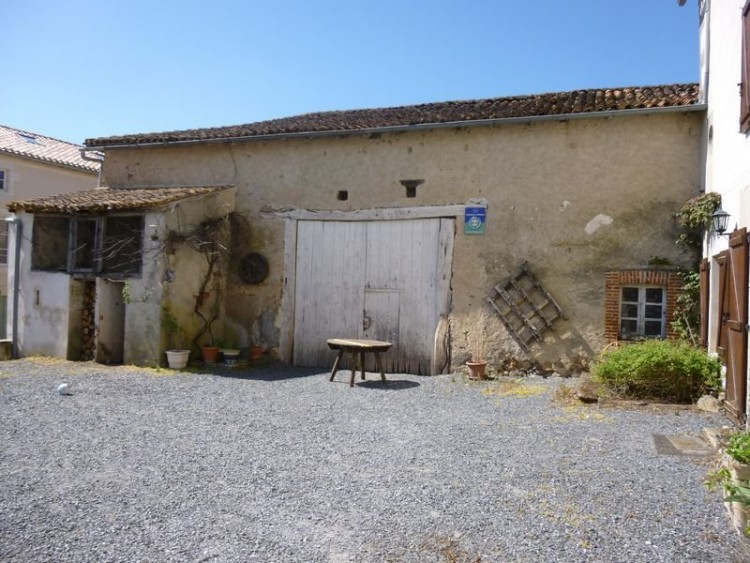 Property for Sale in Character packed village house ideal for B & B, Near L'isle-Jourdain, Vienne, France
