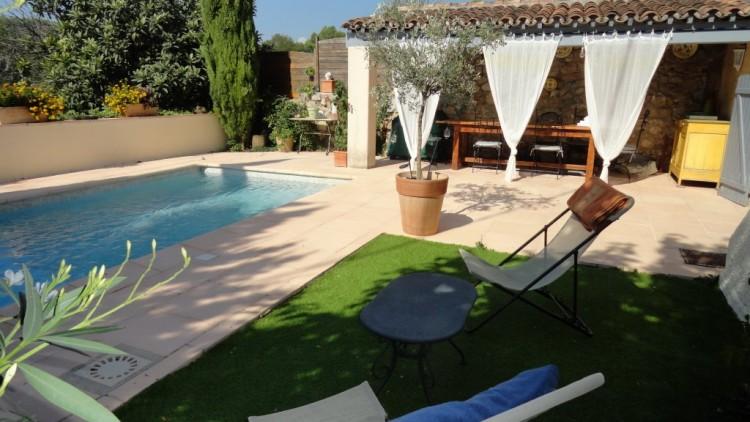 Property for Sale in House in Flayosc, Var, Provence-Alpes-Côte d'Azur, France