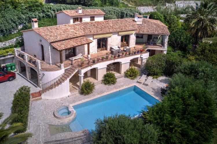 Property for Sale in Villa in Tourrettes-sur-Loup, Alpes-Maritimes, Provence-Alpes-Côte d'Azur, France