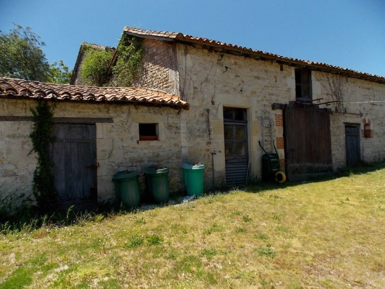 Property for Sale in Impressive manor house with swimming pool and outbuilding, Vienne, Near Civray, Vienne, Nouvelle-Aquitaine, France