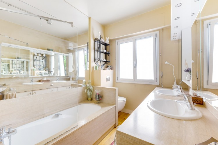 Property for Sale in Charming classical apartement in Neuilly, Hauts de Seine, Neuilly - Bois De Boulogne, Île-de-France, France