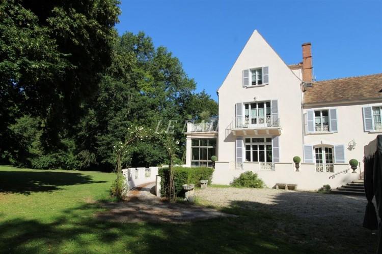 Property for Sale in Seine-et-Marne, Île-de-France, France