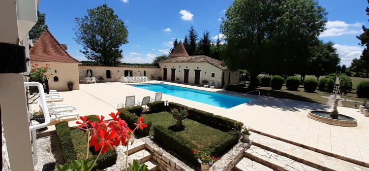 Property for Sale in Country Manor set in 1.2 ha with pool and tennis court, Lot, Near Montcuq, Lot, Occitanie, France