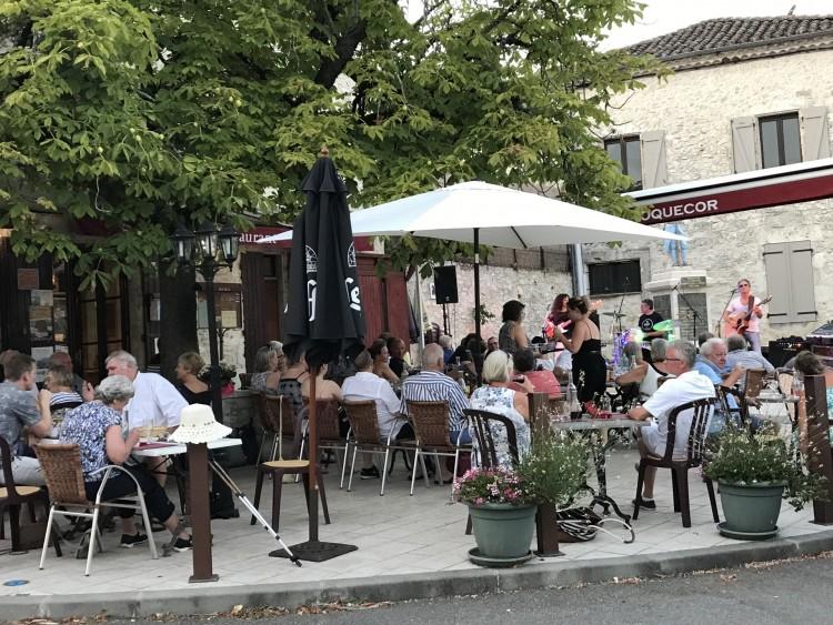 Property for Sale in Café Restaurant and 2 bed flat in popular village, Tarn-et-Garonne, Near Montaigu-de-Quercy, Tarn-et-Garonne, Occitanie, France