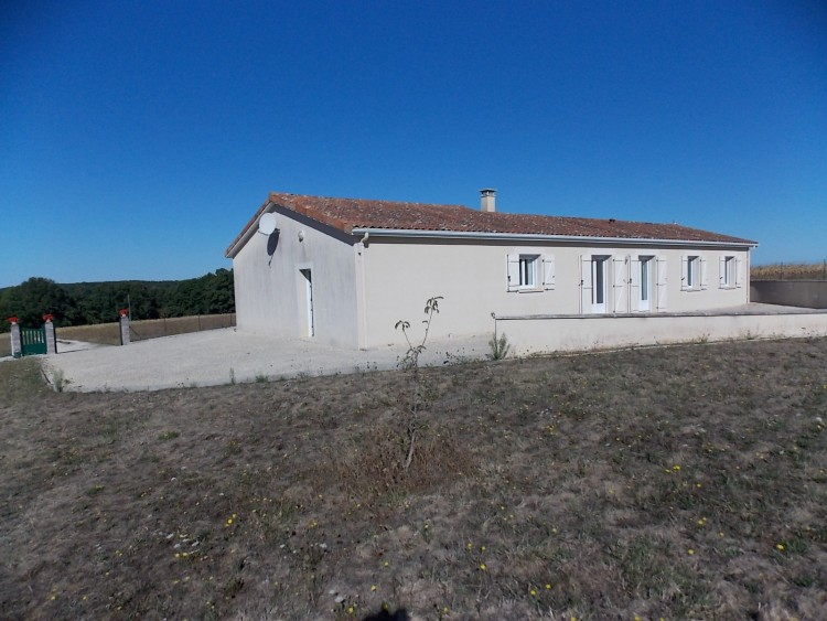 Property for Sale in Bungalow in excellent condition with views, Vienne, Near Chatain, Vienne, Nouvelle-Aquitaine, France
