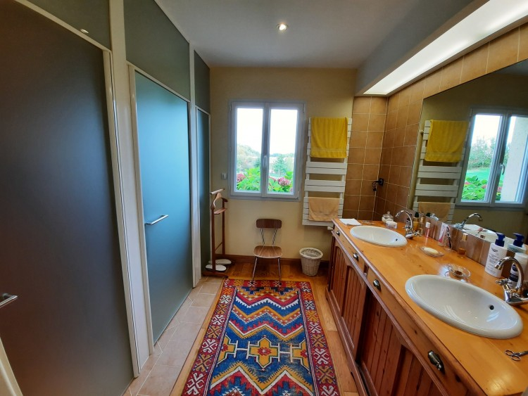 Property for Sale in Beautiful contemporary property of 300 m² surrounded by 6,5 hectares of land, Lot-et-Garonne, Near Prayssas, Lot-et-Garonne, Nouvelle-Aquitaine, France