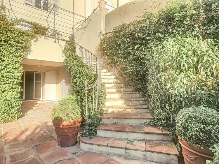 Property for Sale in Village house in Grimaud, Var, Provence-Alpes-Côte d'Azur, France