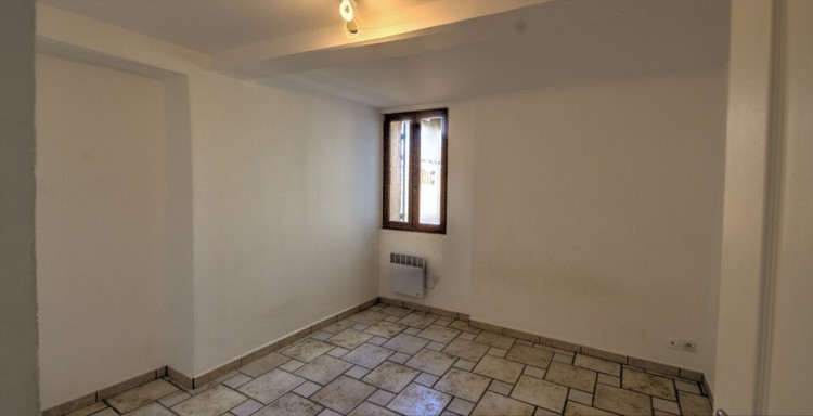 Property for Sale in Apartment in Saint-Antonin-du-Var, Var, Provence-Alpes-Côte d'Azur, France