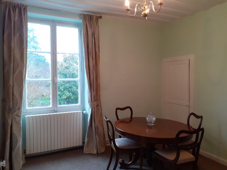 Property for Sale in Renovated town house with courtyard garden and a barn for parking!, Vienne, Near Saint-Savin, Vienne, Nouvelle-Aquitaine, France