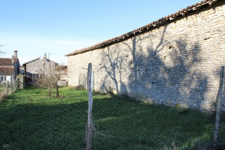 Property for Sale in Stone House 3 Bedrooms, Outbuildings and Enclosed Garden - Between Civray and Ruffec, Vienne, Lizant, Nouvelle-Aquitaine, France