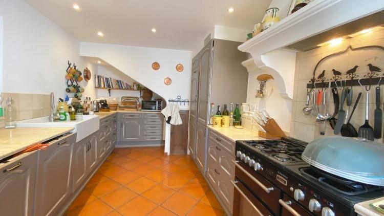 Property for Sale in Property in Villecroze, Var, Provence-Alpes-Côte d'Azur, France