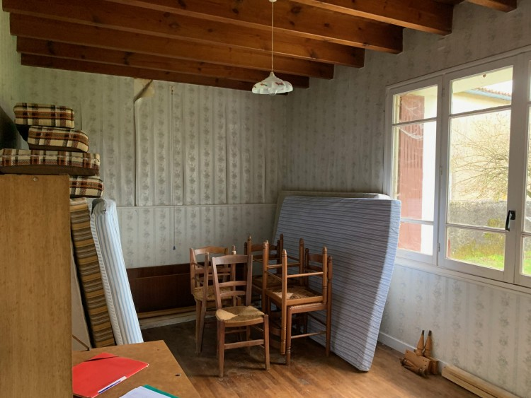 Property for Sale in Farmhouse with various outbuildings and pond, Vienne, Near Blanzay, Vienne, Nouvelle-Aquitaine, France