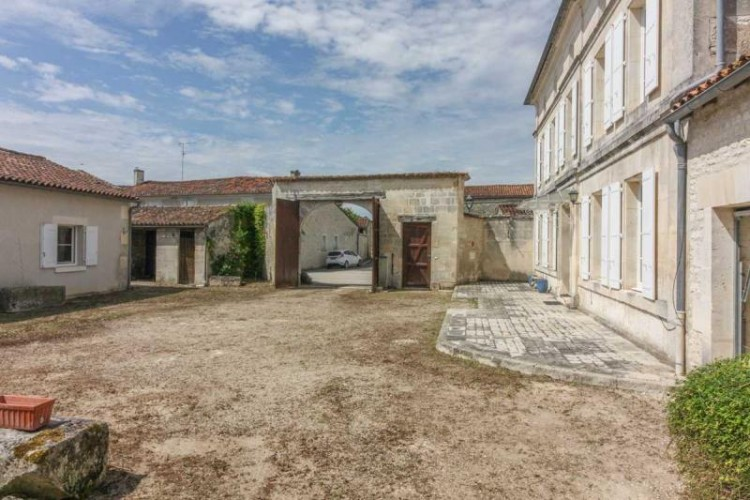 Property for Sale in Beautiful Charentaise house with gîte, swimming pool and outbuildings, Charente, Nouvelle-Aquitaine, France
