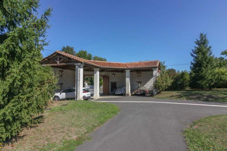 Property for Sale in Spacious detached house with large garden, guest cottage and plunge pool in the centre of town, Charente, Proche Mansle, Nouvelle-Aquitaine, France