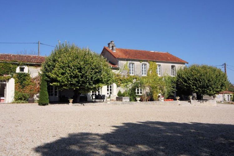 Property for Sale in Superb country estate - turnkey business opportunity, Charente, Nouvelle-Aquitaine, France