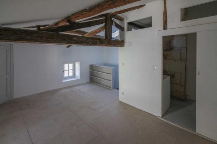 Property for Sale in Attractive townhouse packed with character and with a roof terrace with river views, Charente, Nouvelle-Aquitaine, France