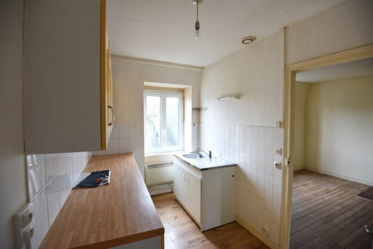 Property for Sale in Second floor flat in popular Town Centre, Manche, Manche, Normandy, Saint-Hilaire-Du-Harcouët, Normandy, France
