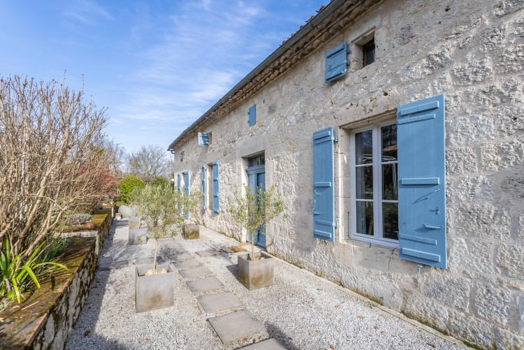 Property for Sale in Property Saint-Maurin 9 rooms, Lot-et-Garonne, Handsome period stone farmhouse located in a quiet country hamlet near Saint Maurin and Beauville, with stunning views and beautiful gardens., Nouvelle-Aquitaine, France