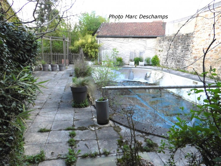 Property for Sale in Large semi-detached townhouse, ~ 260m², 4 bedrooms, small garden, Creuse, Bourganeuf, Nouvelle-Aquitaine, France